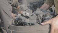 أثناء عملية تعبئة للفحم بعد انتهاء حرقه